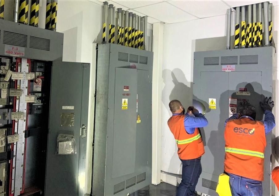 Reemplazo de interruptores (1200 amperes) en una empresa de fabricación de productos electrónicos se realizó el cambio de interruptores principales con curva ajustable para coordinación de protecciones.